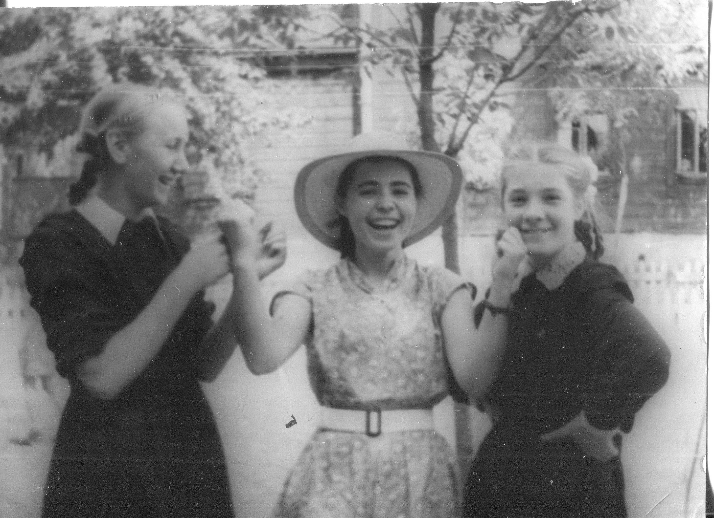 1956. Школьницы