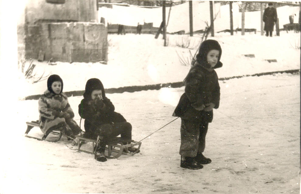 1963.  Второй Щукинский проезд. Во дворе дома №4