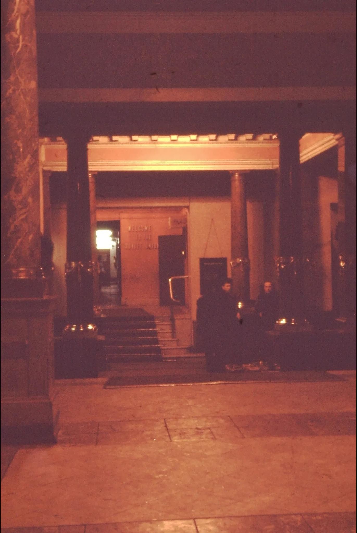03. Зал гостиницы «Европейская»