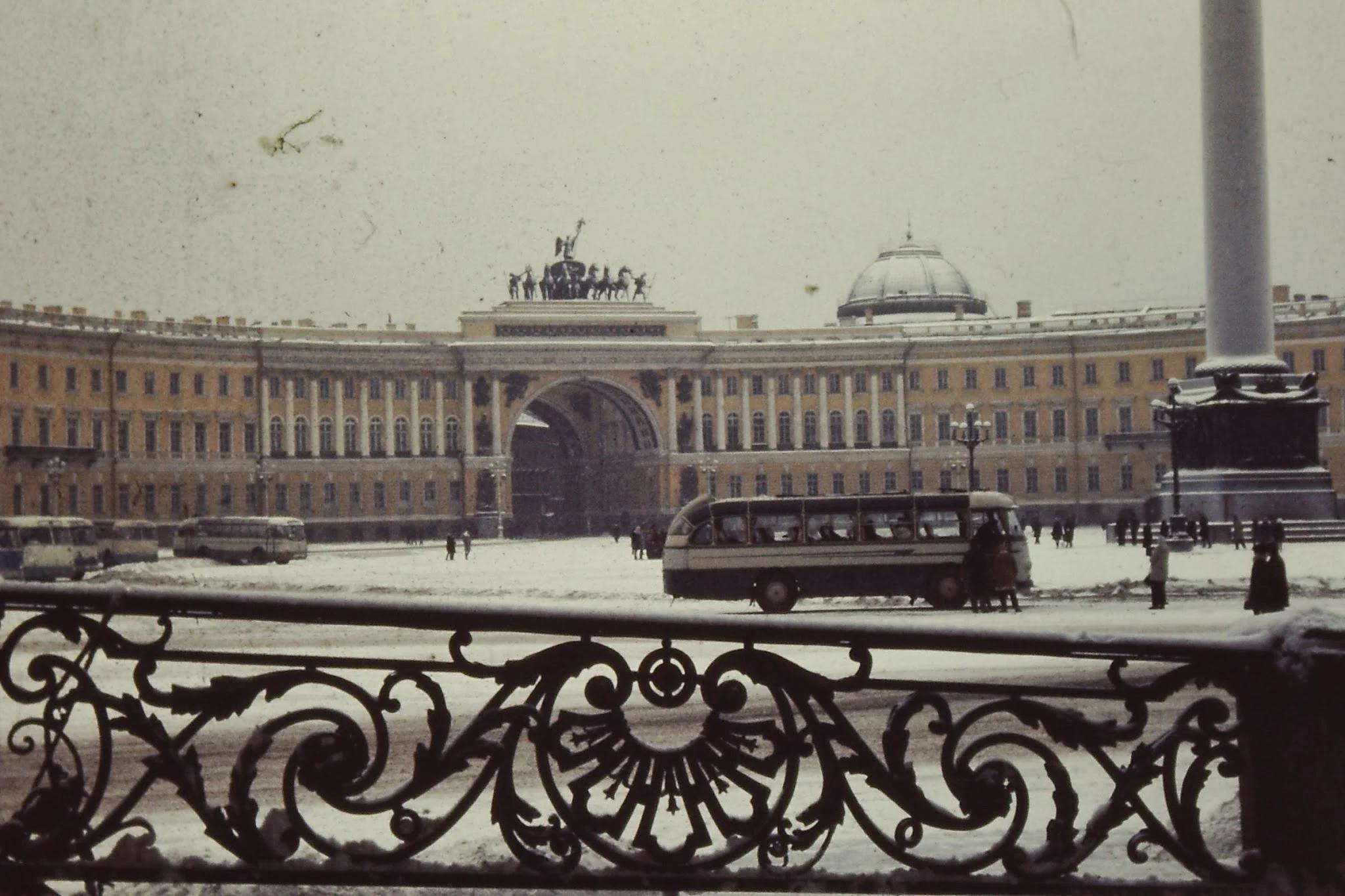 26. Здание Генерального штаба, триумфальная арка и колонна