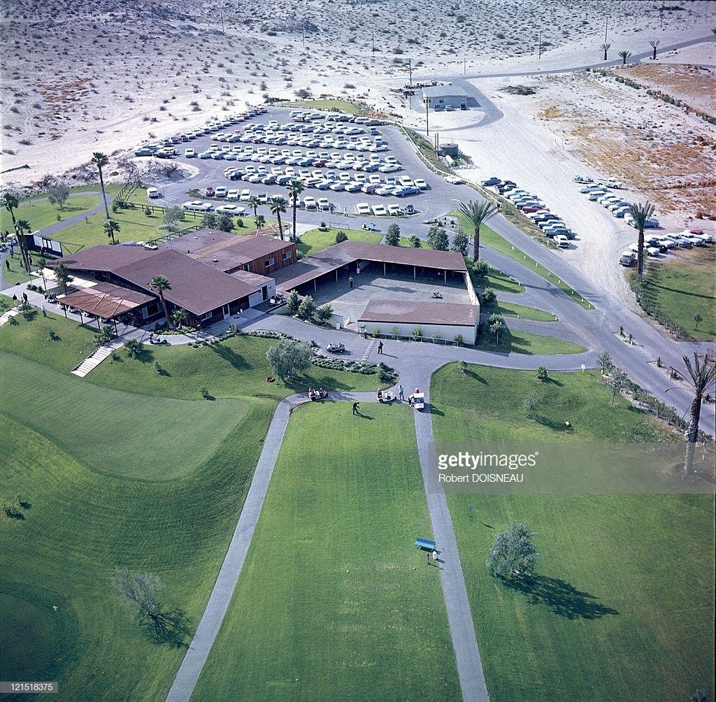 1960. Палм-Спрингс. Вид с воздуха на гольф-клуб и парковку