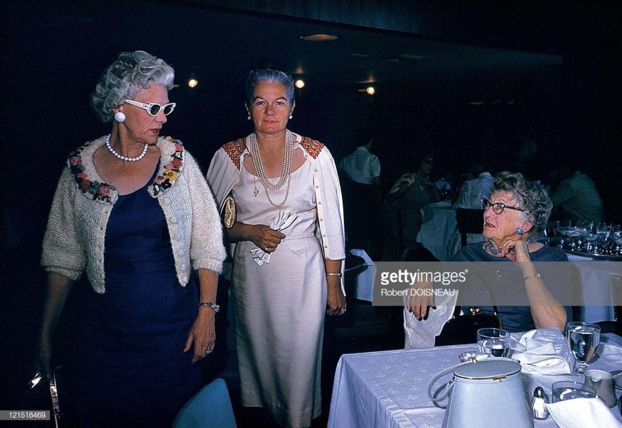 1960. Палм-Спрингс. Женщины в ресторане