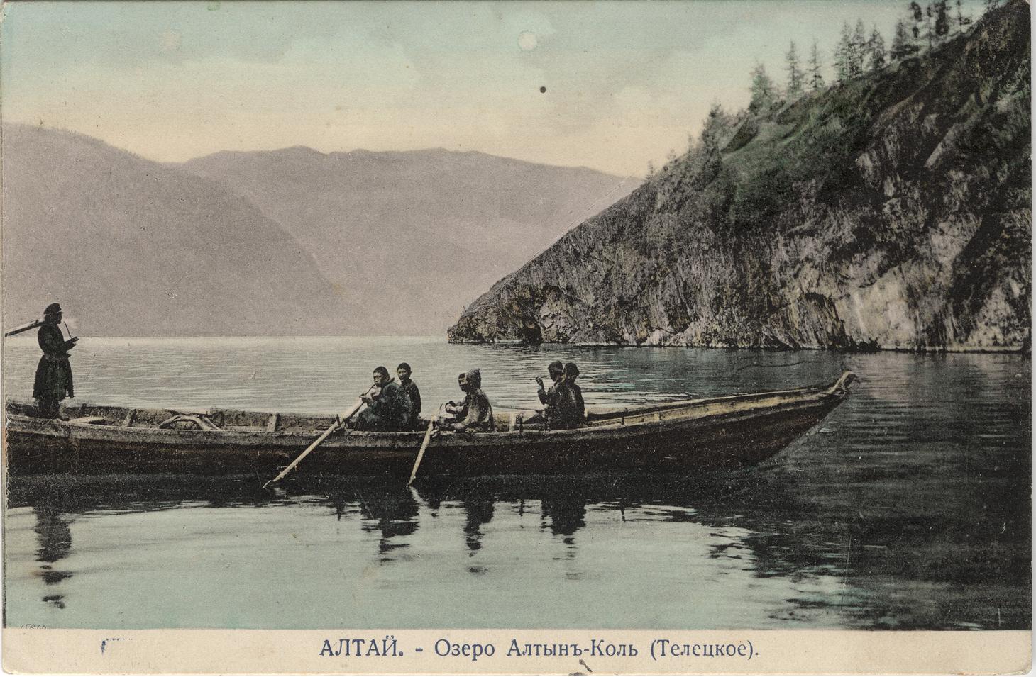 Лодка на Телецком озере