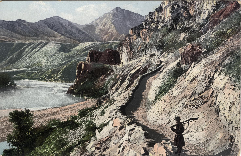Чуйский тракт. На склонах бома Кынграр. Выше впадения в реку Катунь реки Малый Еломан