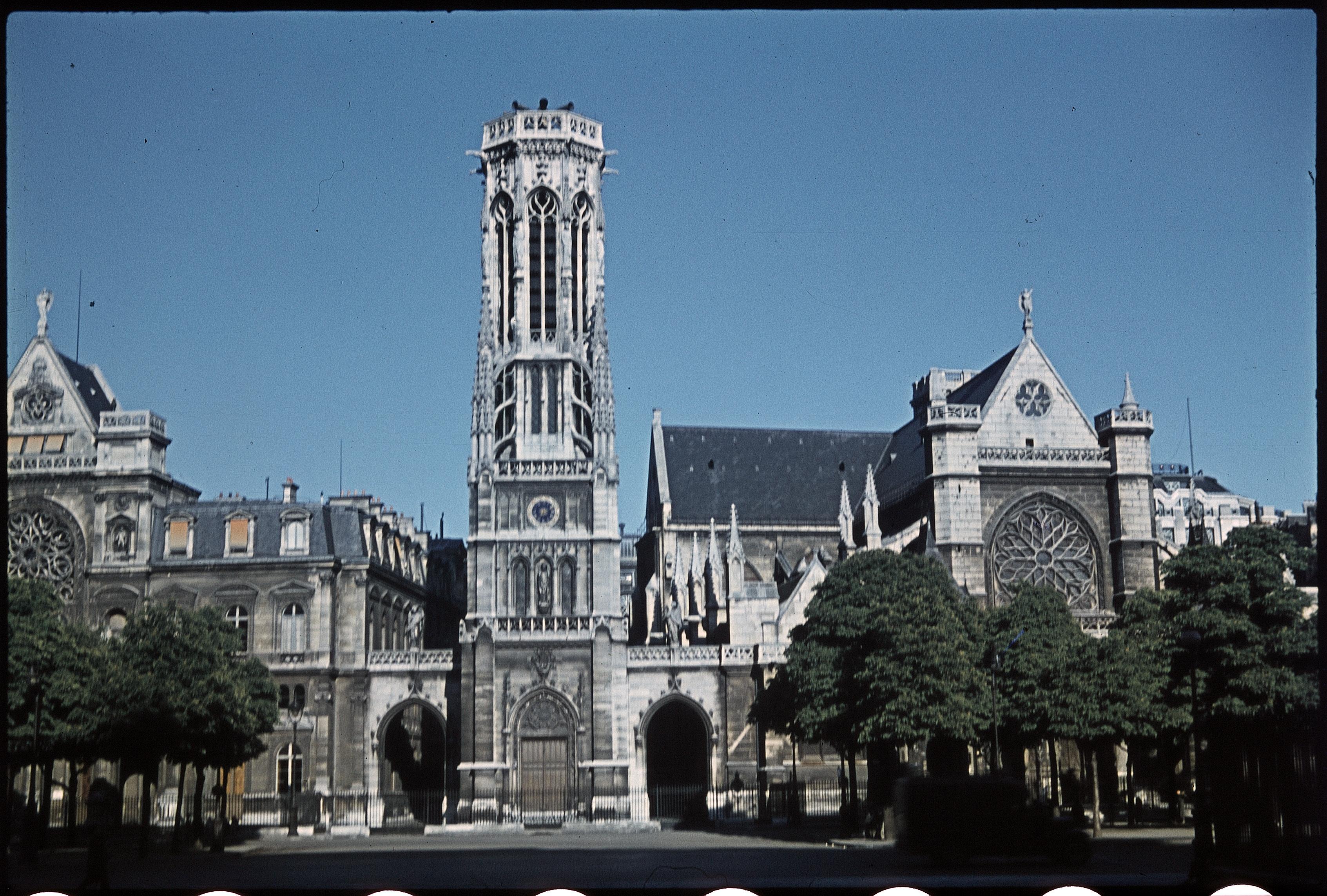 Сен-Жермен-л'Осеруа, вид с площади