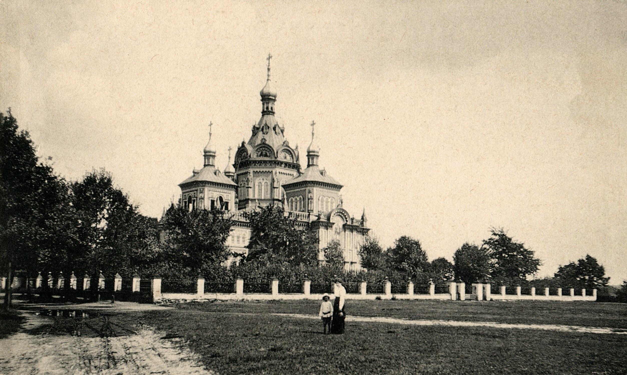 Большая железобетонная церковь