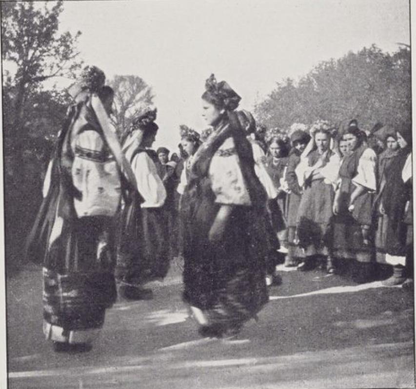 Екатеринославская губерния. Село Котовка. Танцующие малороссиянки