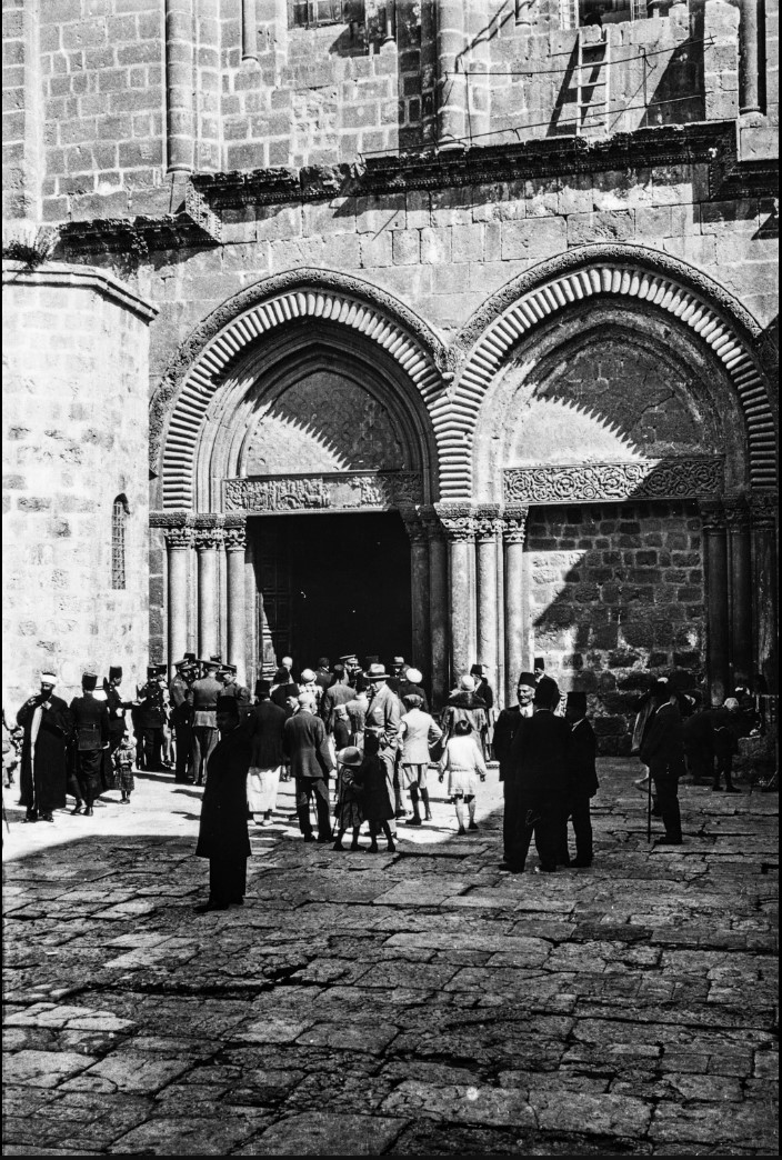 Иерусалим. Вход в Храм Гроба Господня на Пасху 1929 года.