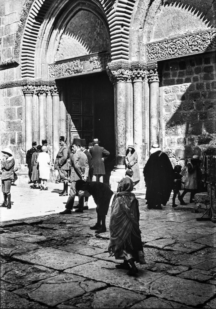 Иерусалим. Вход в Храм Гроба Господня на Пасху 1929 года