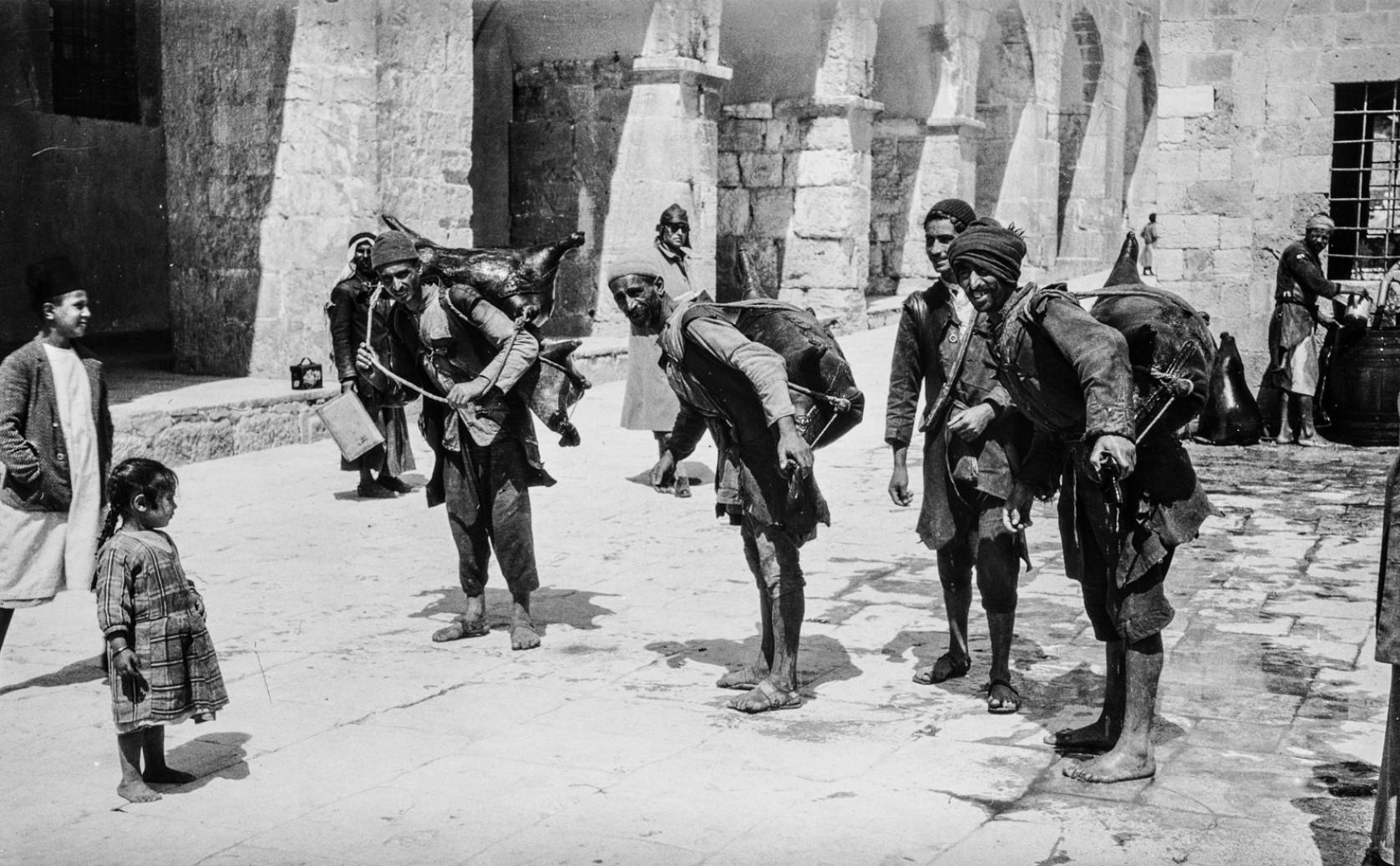 Иерусалим. Группа водоносов