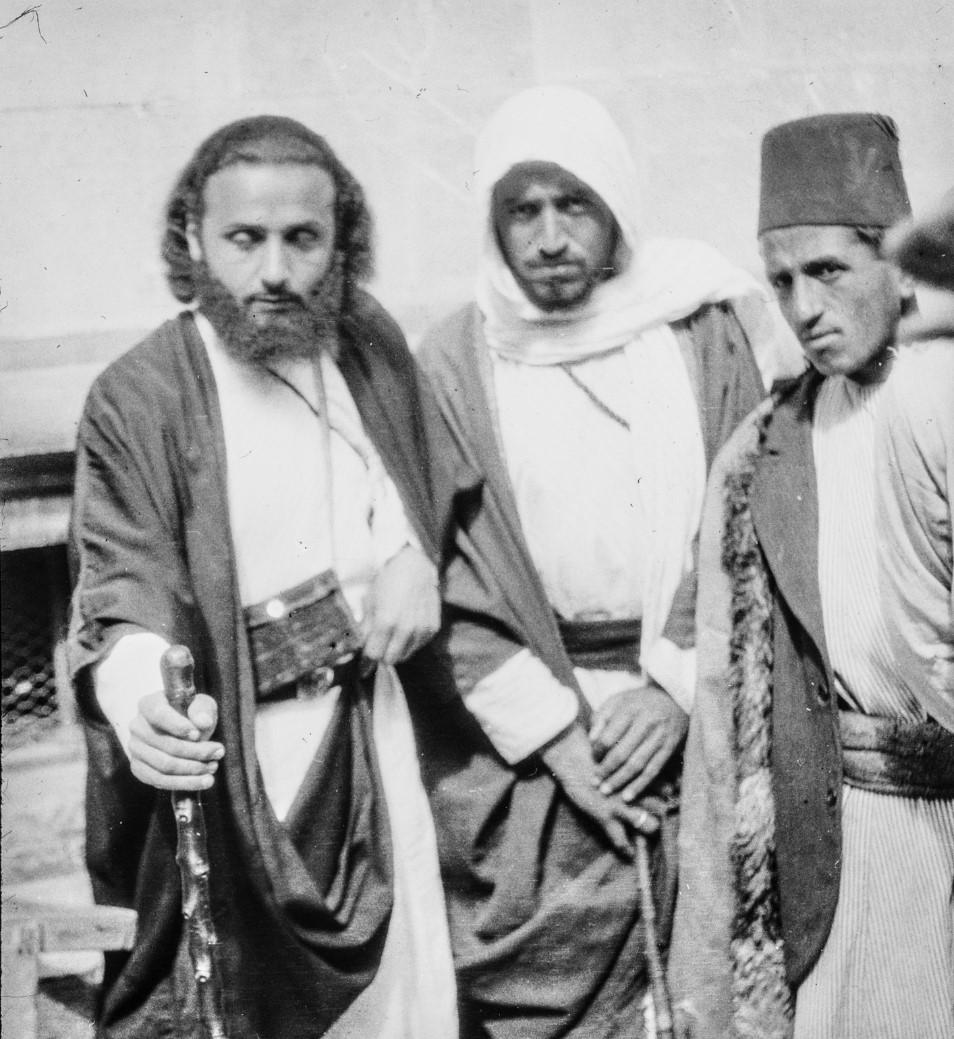 Иерусалим. Групповой портрет мужчин в арабских одеждах