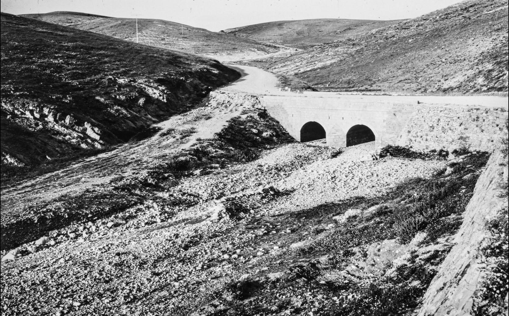 Мост в Иудейской пустыне между Иерусалимом и Мертвым морем
