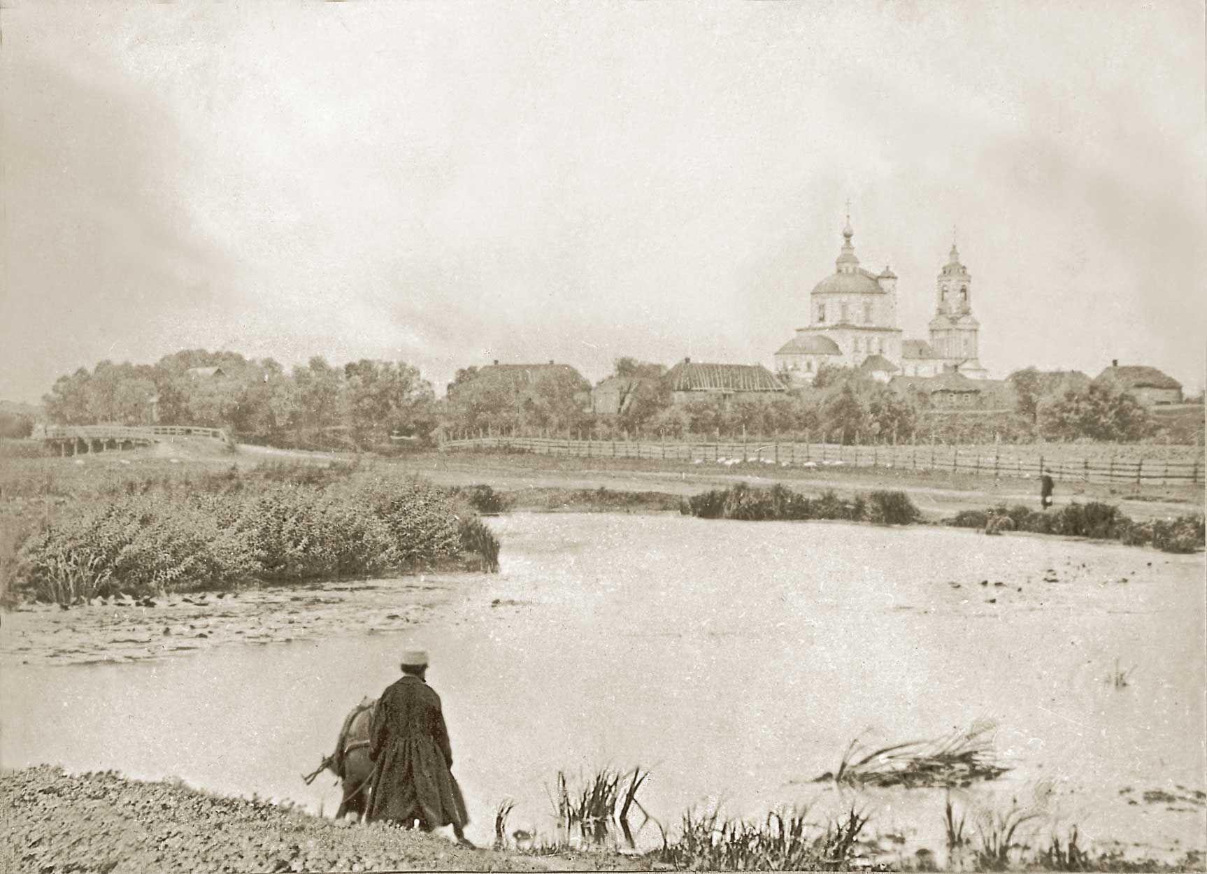Церковь Воскресения (вид из-за реки Снежеть)