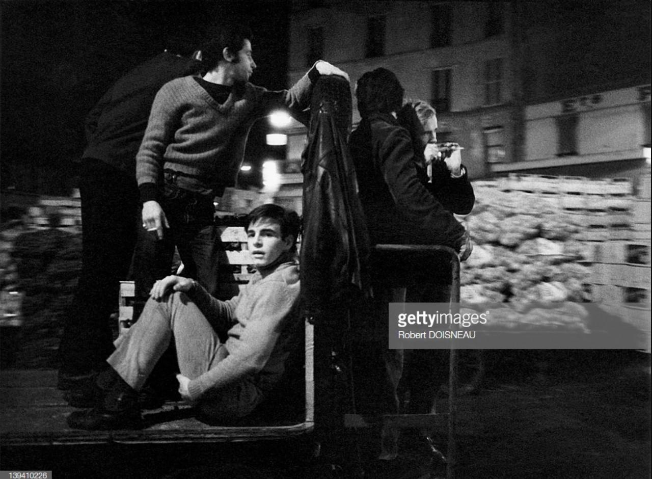 1967. Люди на грузовике ночью в Ле-Аль