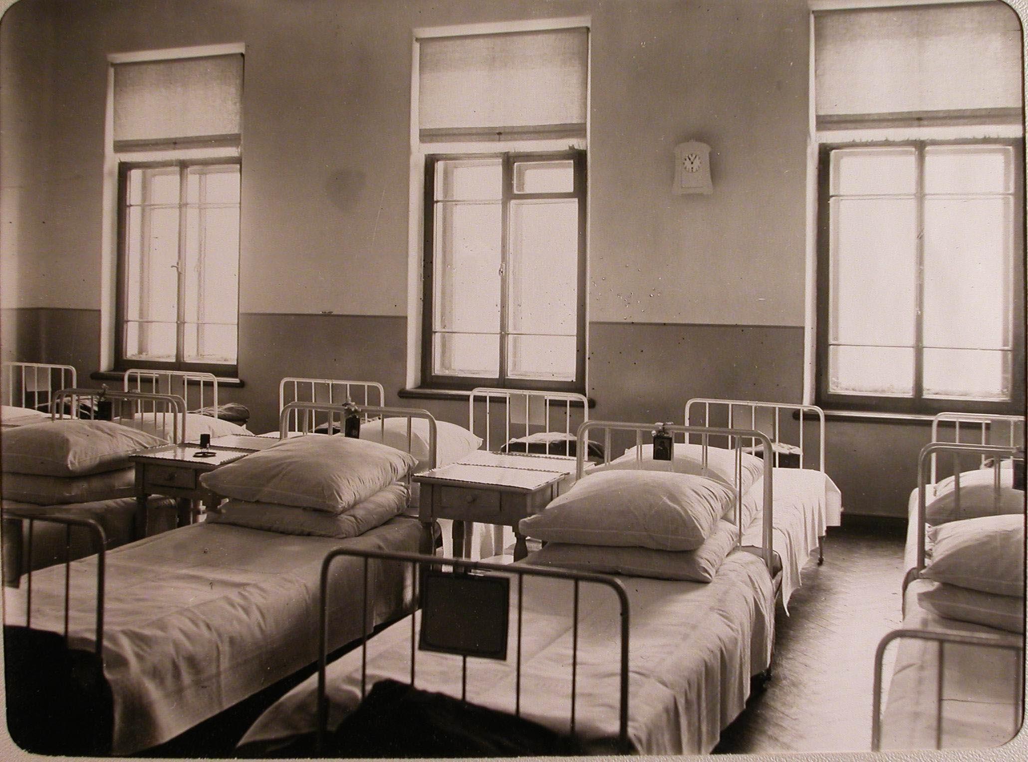 05. Вид части палаты № 3 лазарета для раненых, устроенного в женском училище имени императрицы Марии Александровны