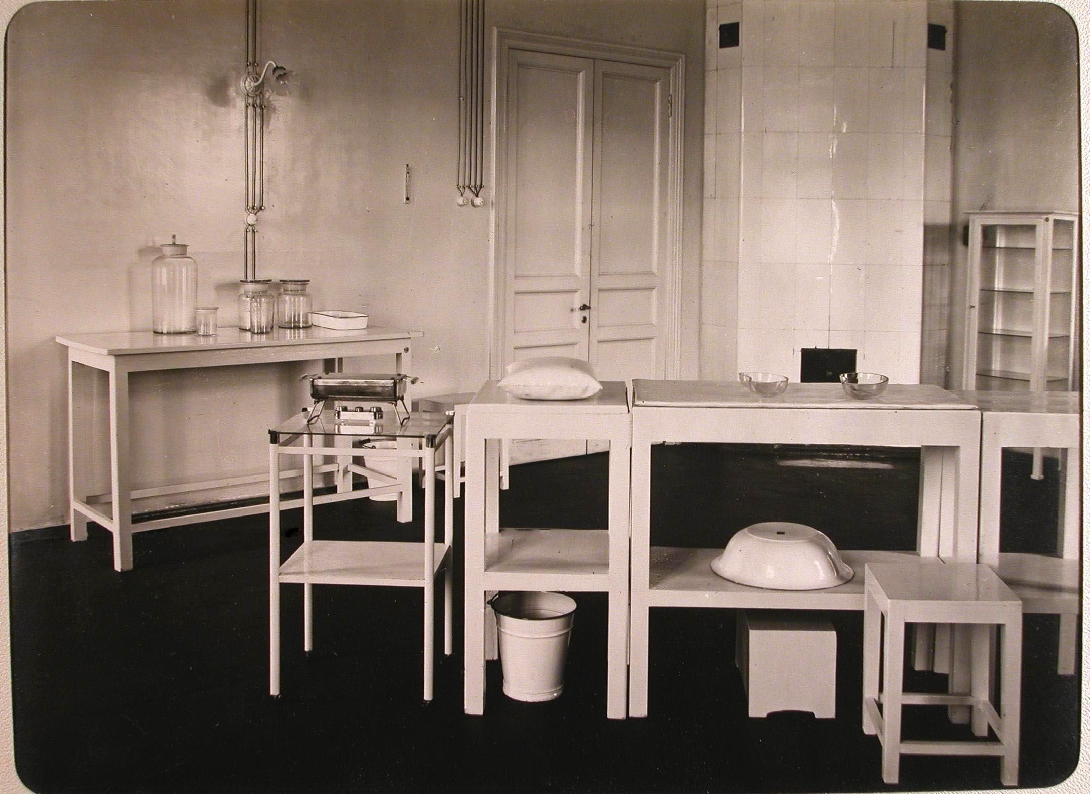15. Вид перевязочной лазарета для раненых (на верхнем этаже), устроенного в женском училище имени императрицы Марии Александровны