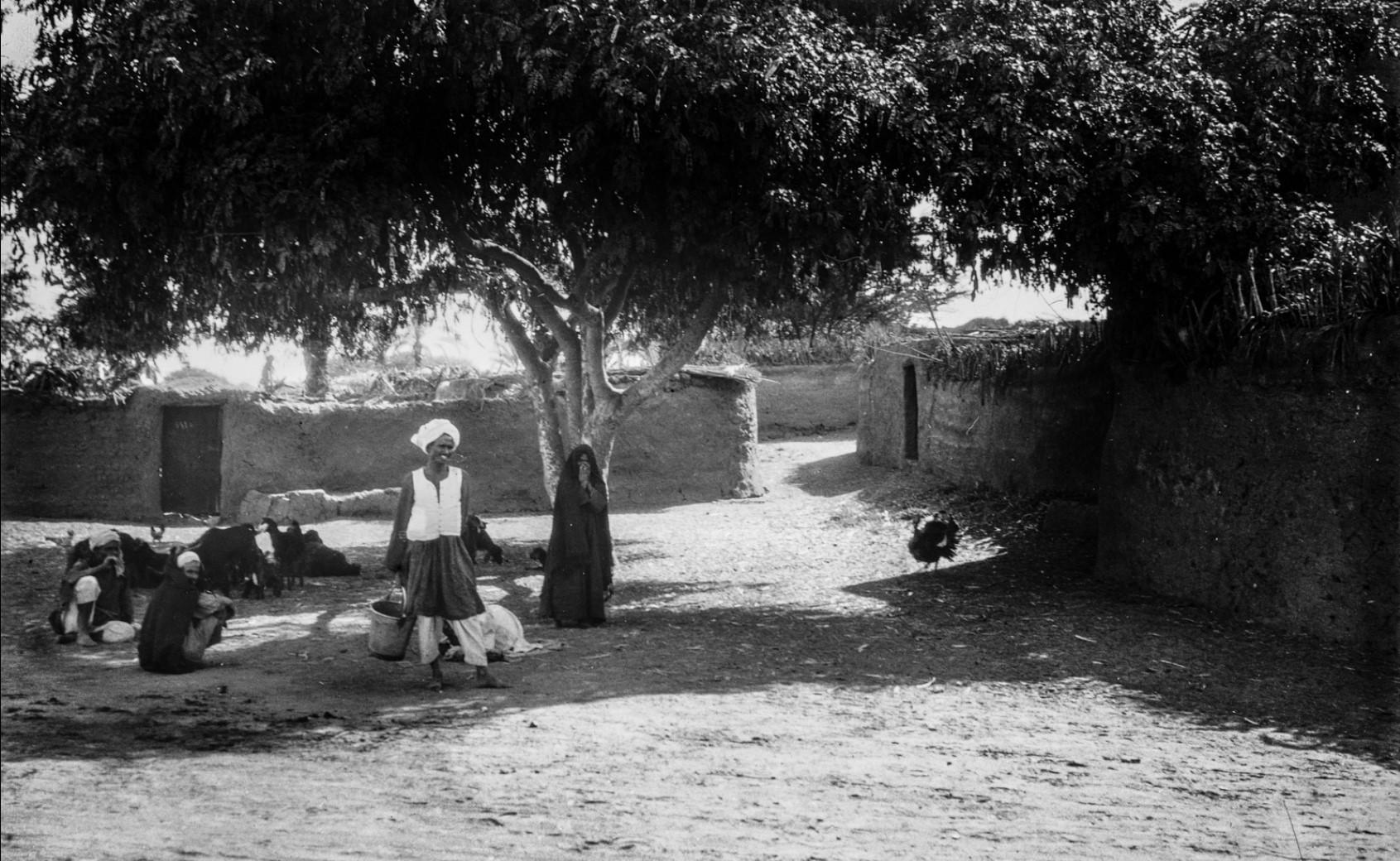 Жители деревни недалеко от Фив