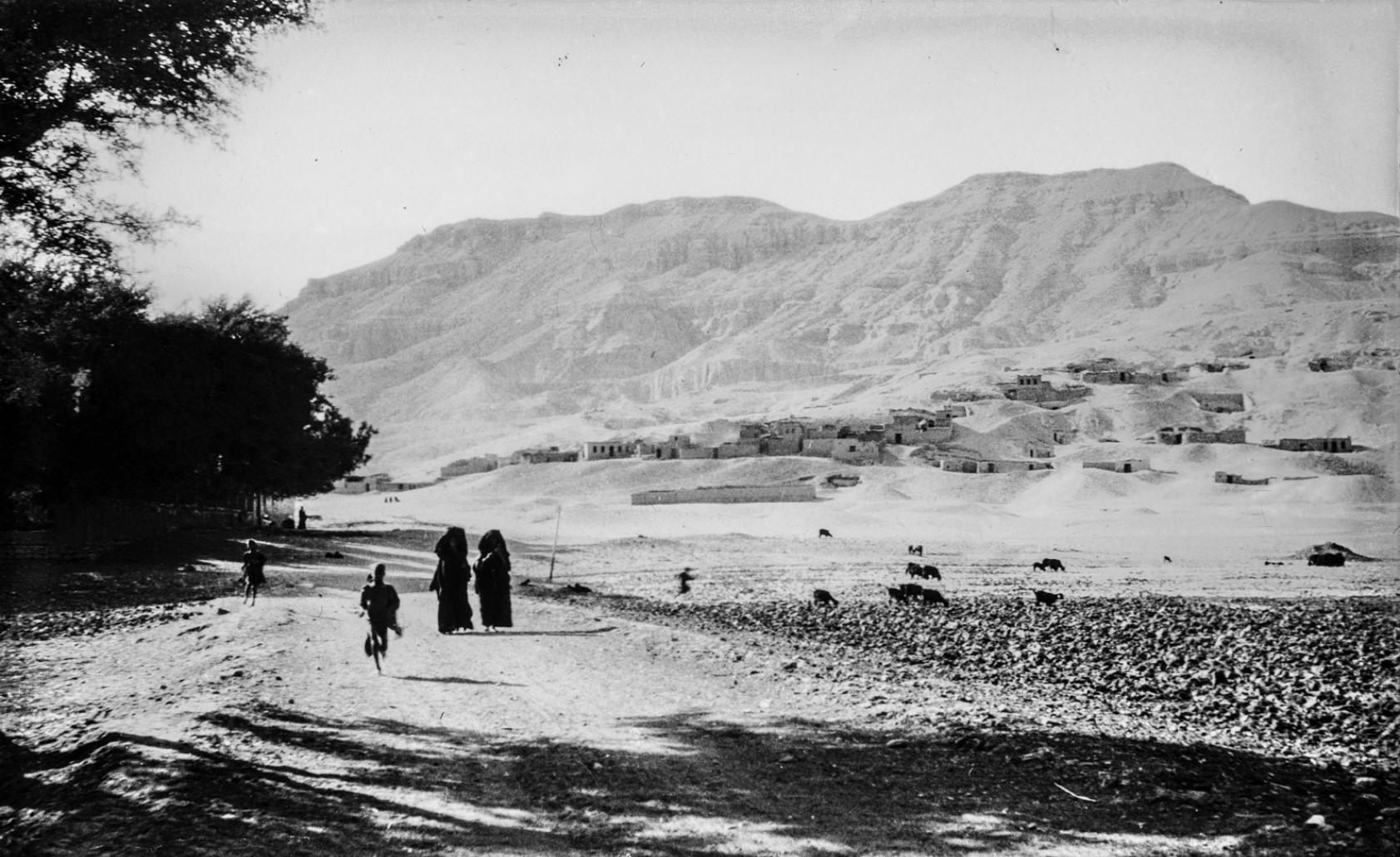 Вид на некрополь в Долине царей