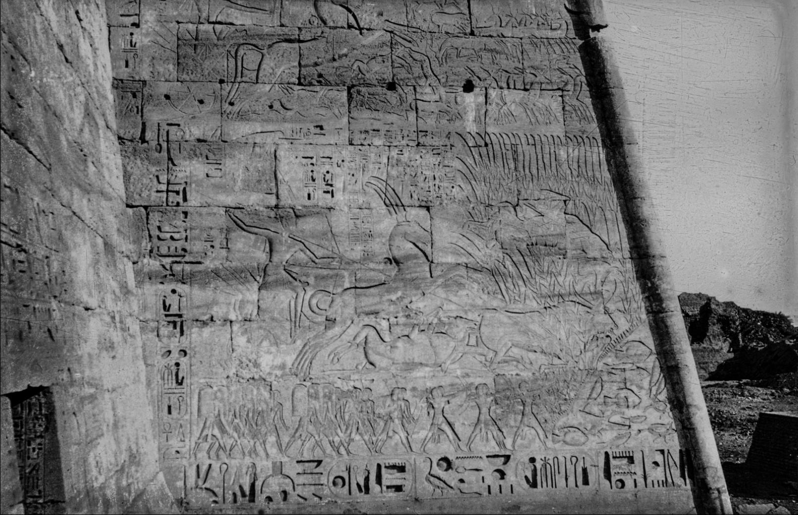 Фивы. Пилон с иероглифической надписью в Рамессеуме