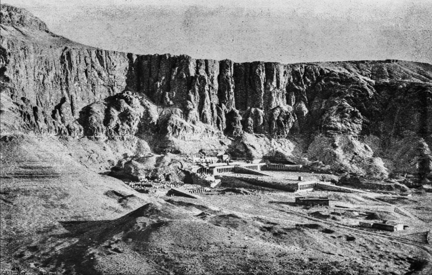 Вид храмового комплекса Дейр-аль-Бахри с храмом Хатшепсут