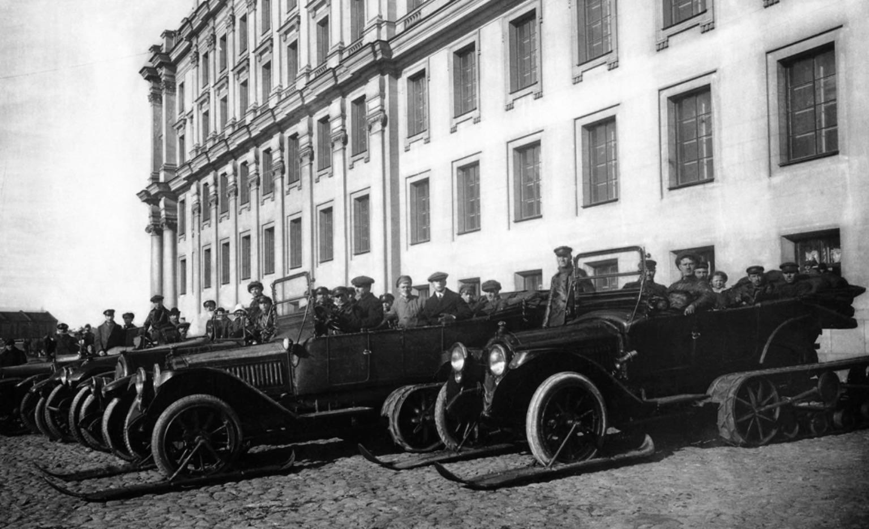 Автосани «Паккард» на Биржевой линии