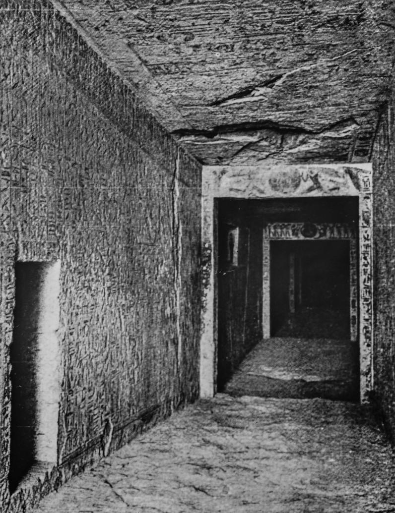 Вид прохода в гробнице Рамсеса IX в Долине царей