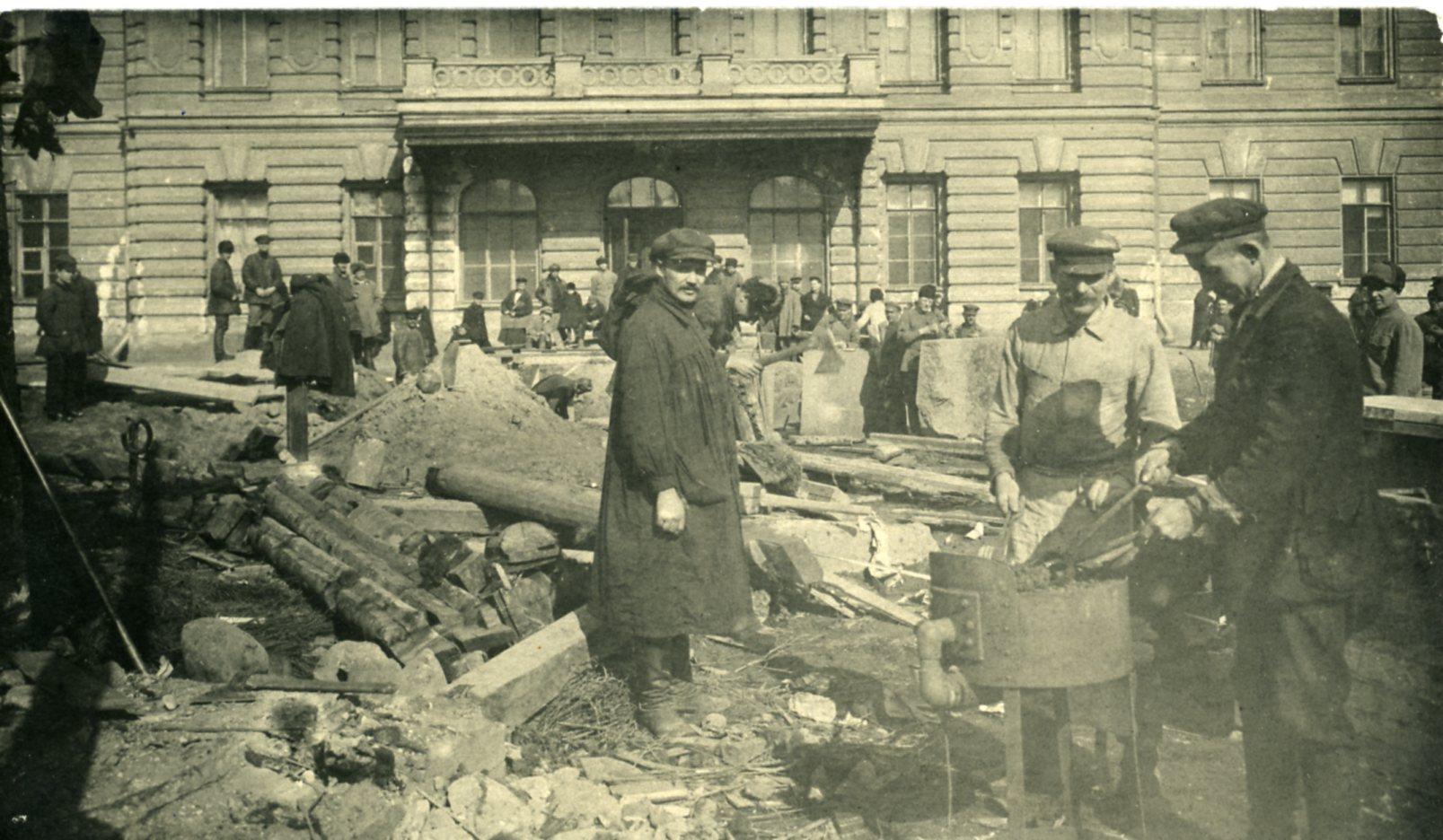 Подготовка места под установку памятника Г.В. Плеханову