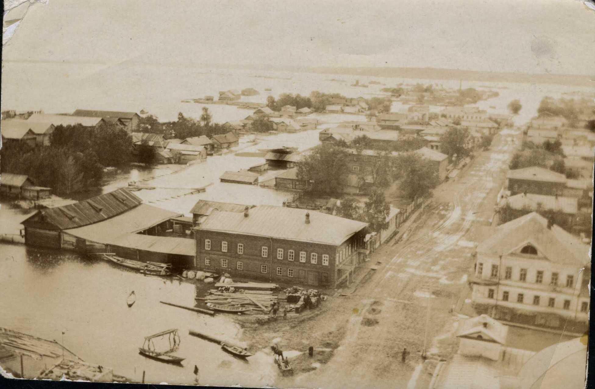 Вид с Покровской колокольни. Наводнение. 1902