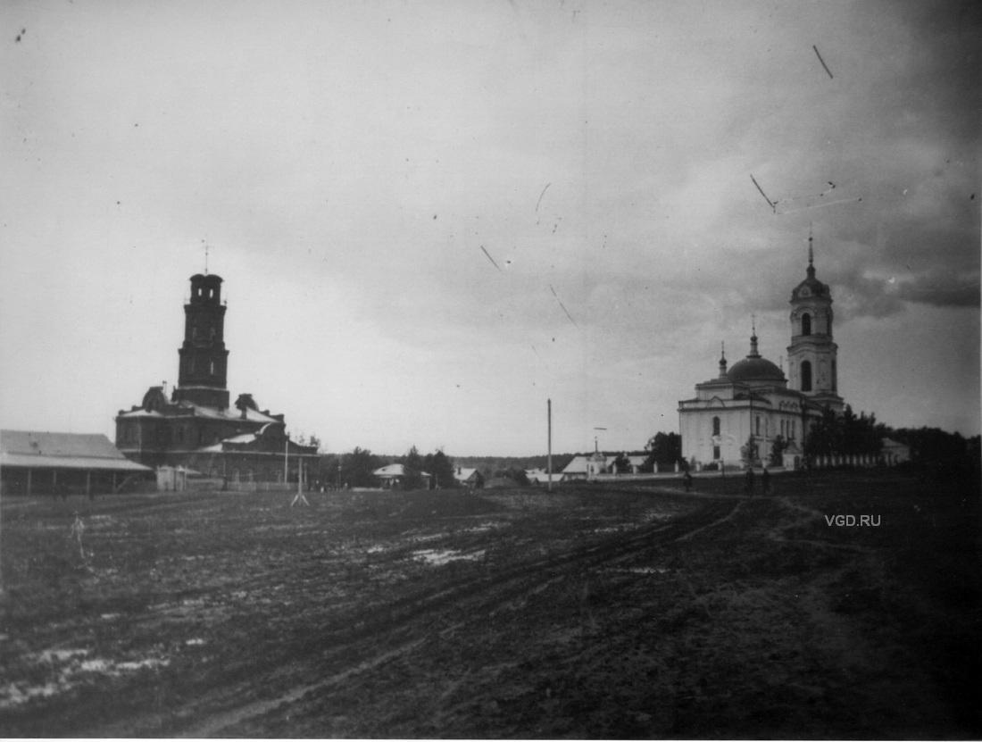 Пожарная каланча и Никольская церковь.