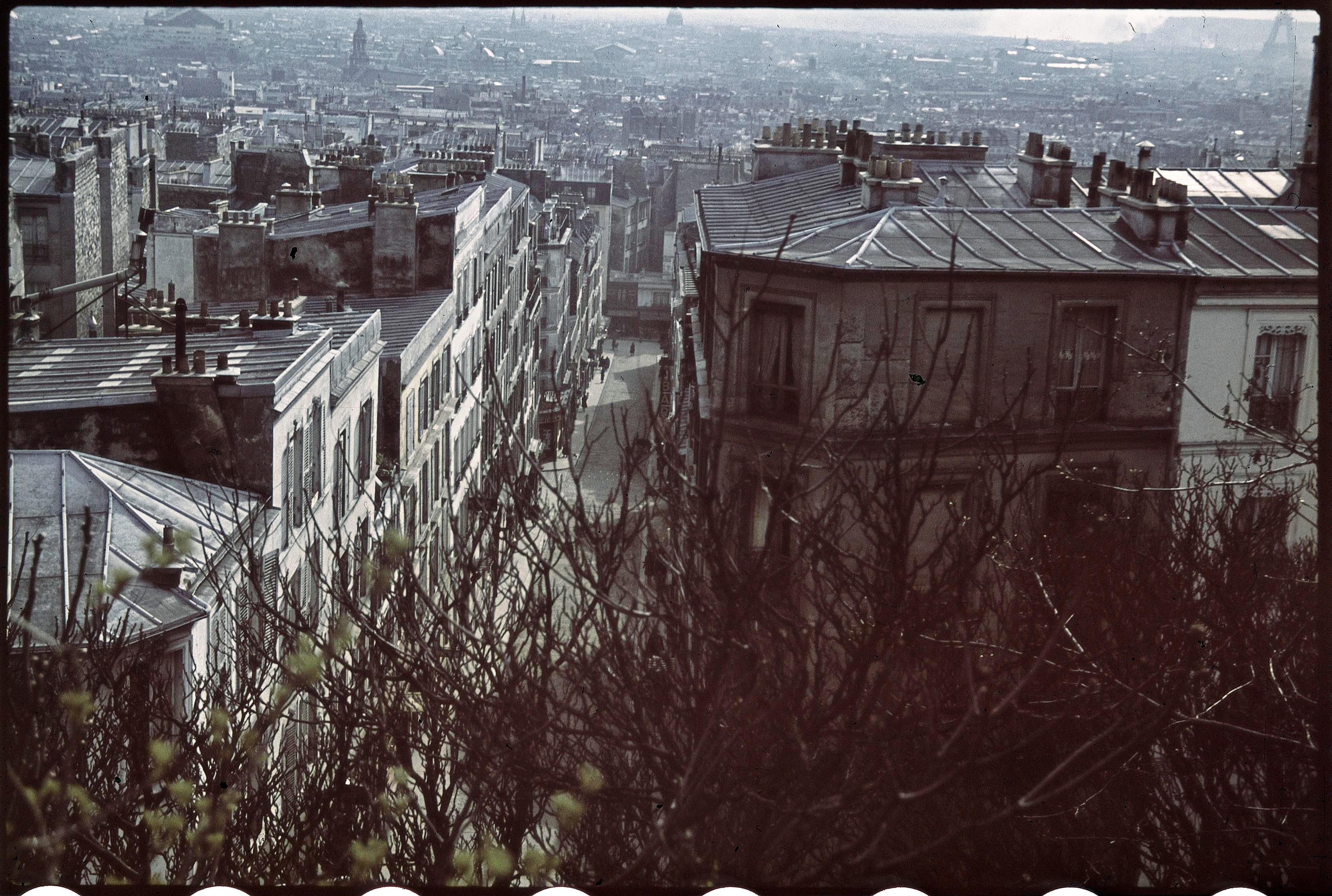 Панорама Парижа с крыши здания «Театра де ла сите»