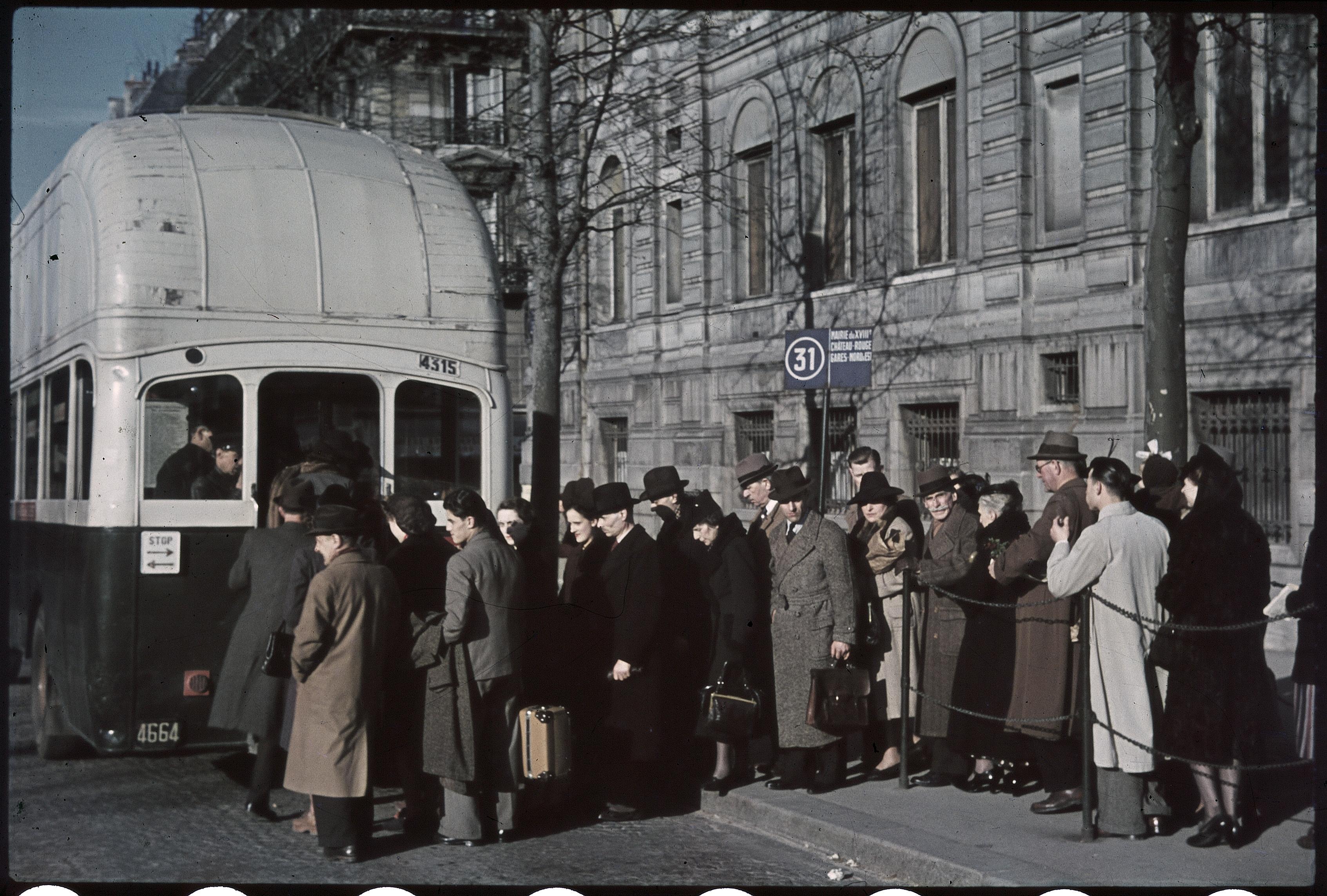 Площадь Звезды. Городские автобусы на газу