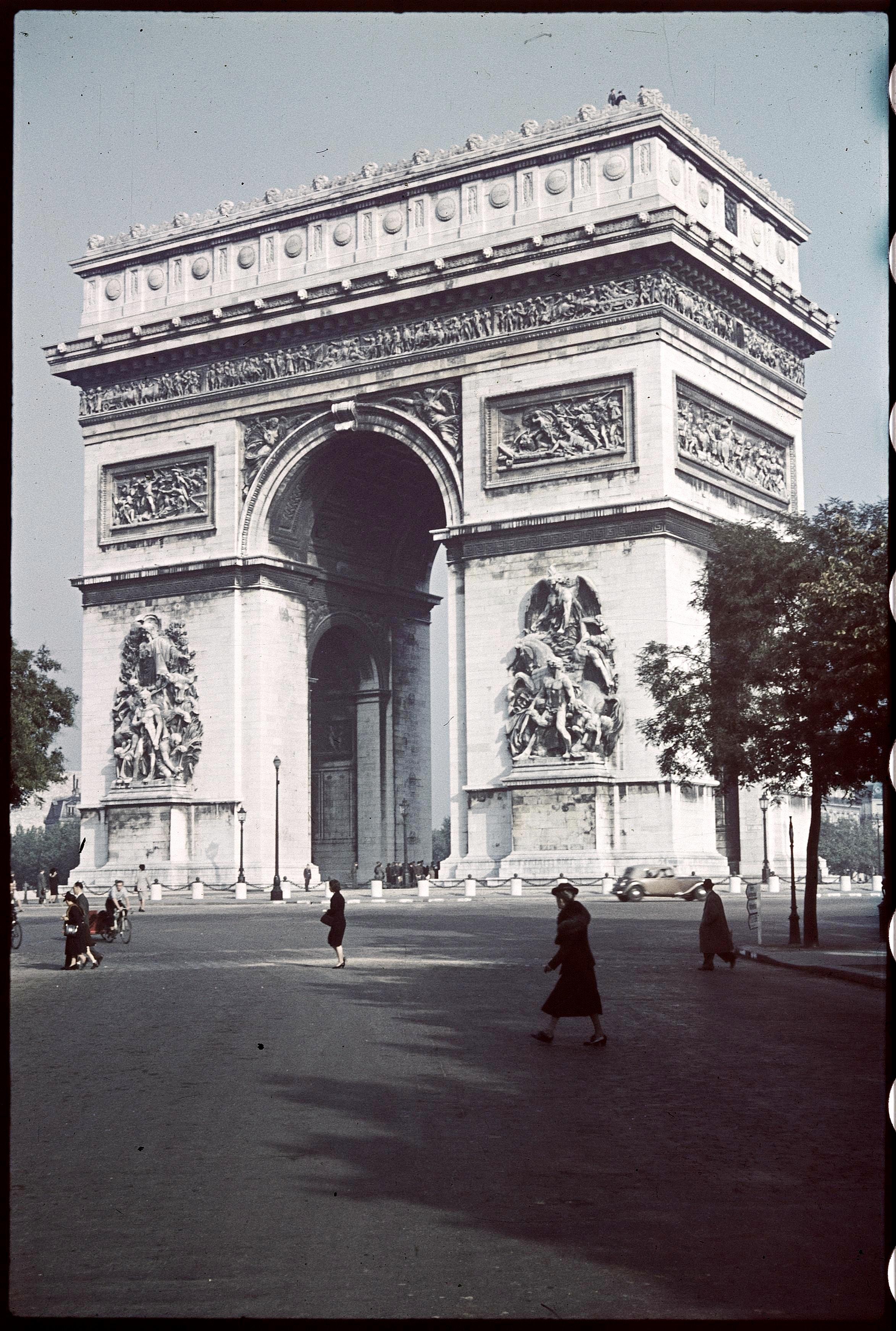 Триумфальная арка на площади Л'Этуаль