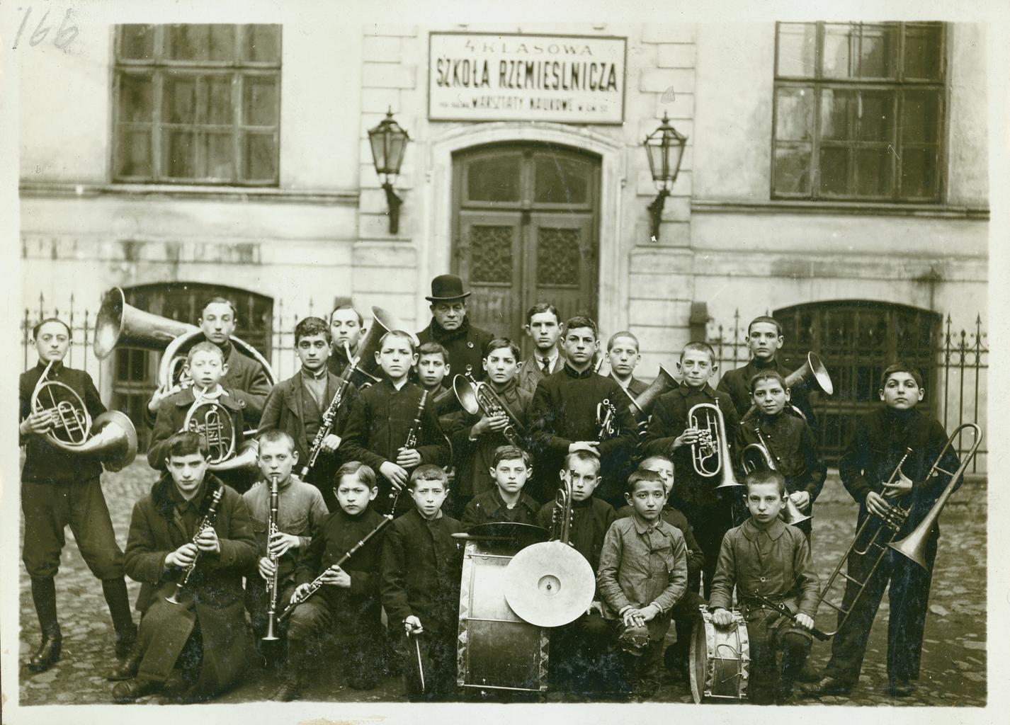 Оркестр профессионального училища Натансона в Варшаве, Польша