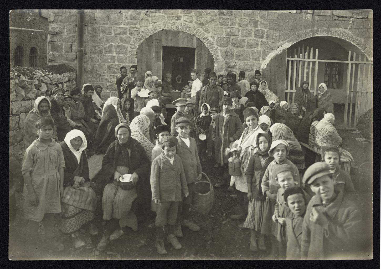 В ожидании раздачи пищи возле бесплатной столовой Дрейфуса, Иерусалим