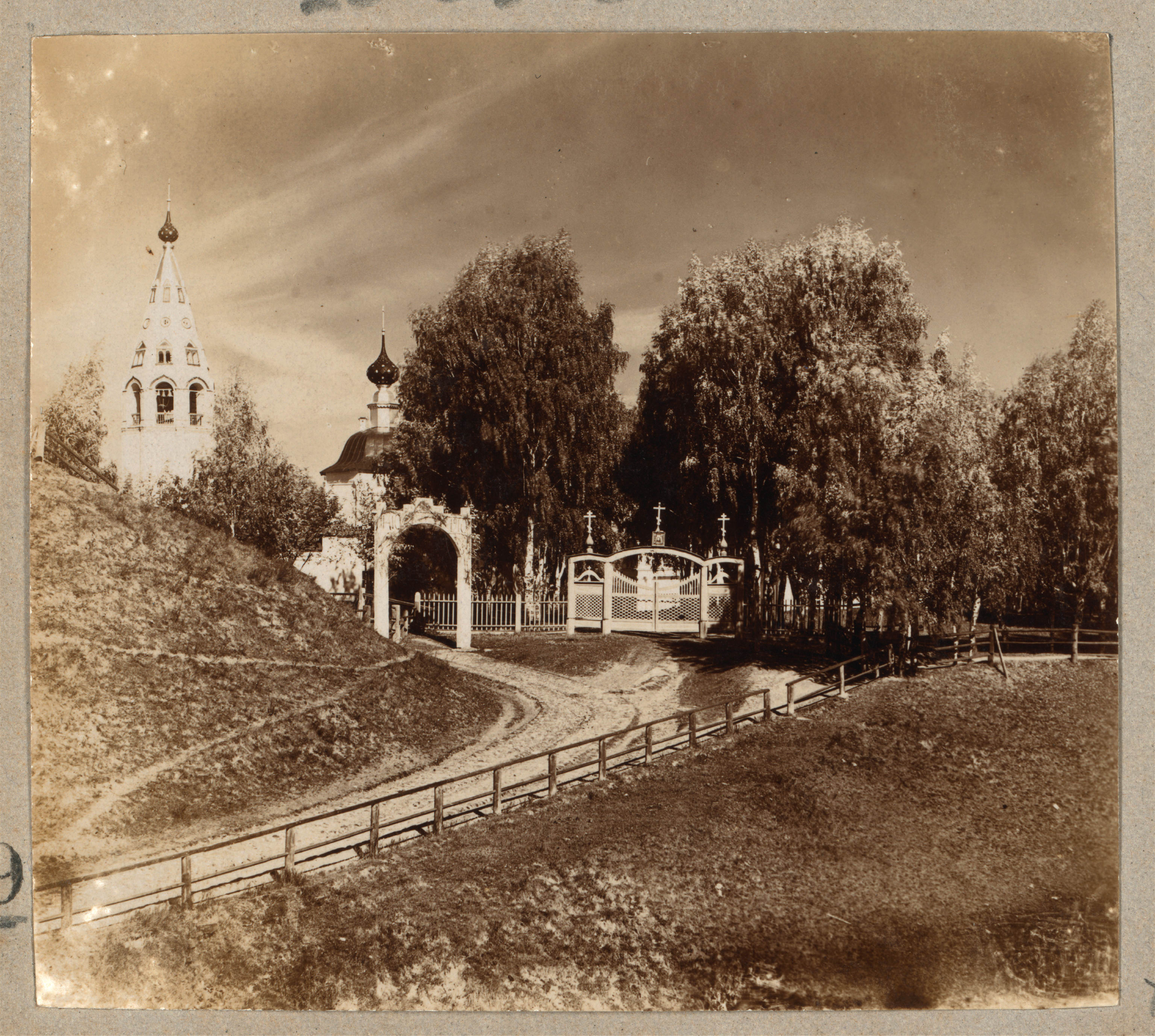 Вход в Успенский монастырь