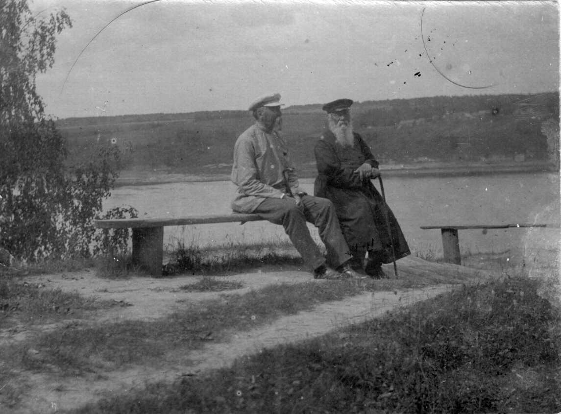 Григорий Клементьевич Горбунов (справа) в Плесе
