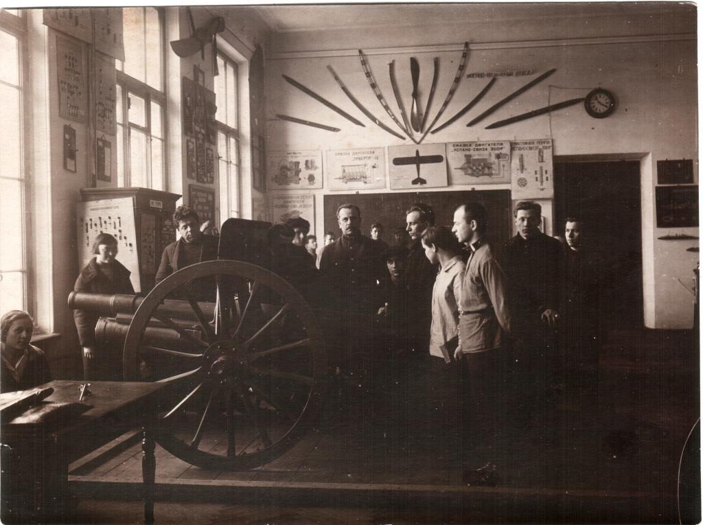 ЛПИ. Военный кабинет. На занятиях по артиллерии