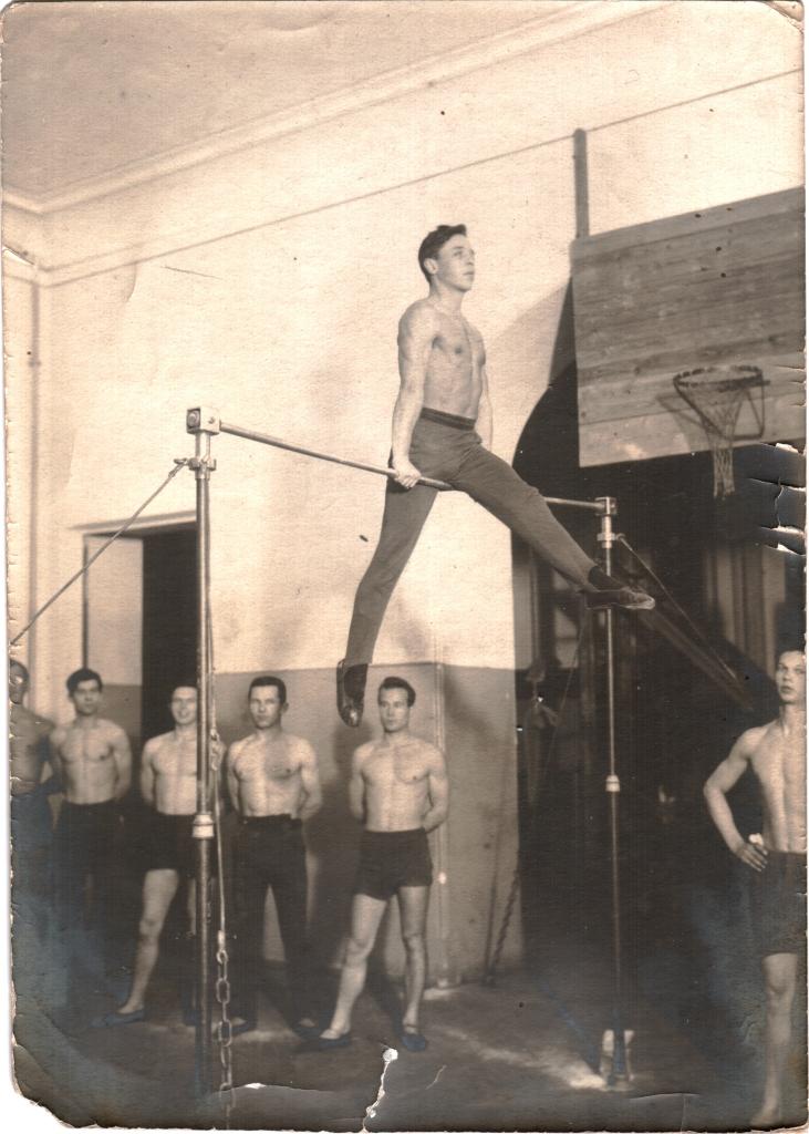 ЛПИ. На занятиях гимнастикой
