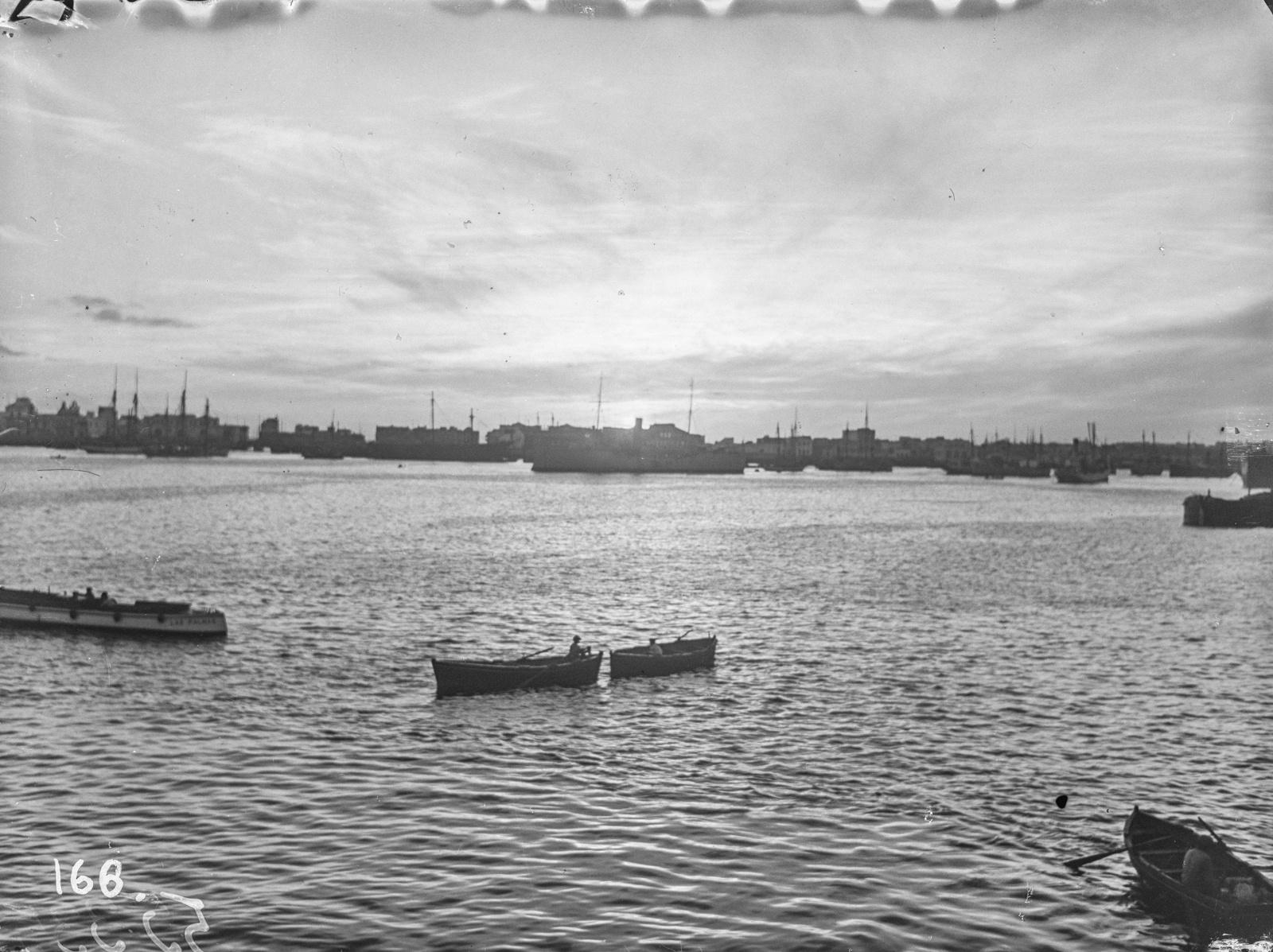 Юго-Западная А́фрика. Свакопмунд. Вид на гавань с лодками