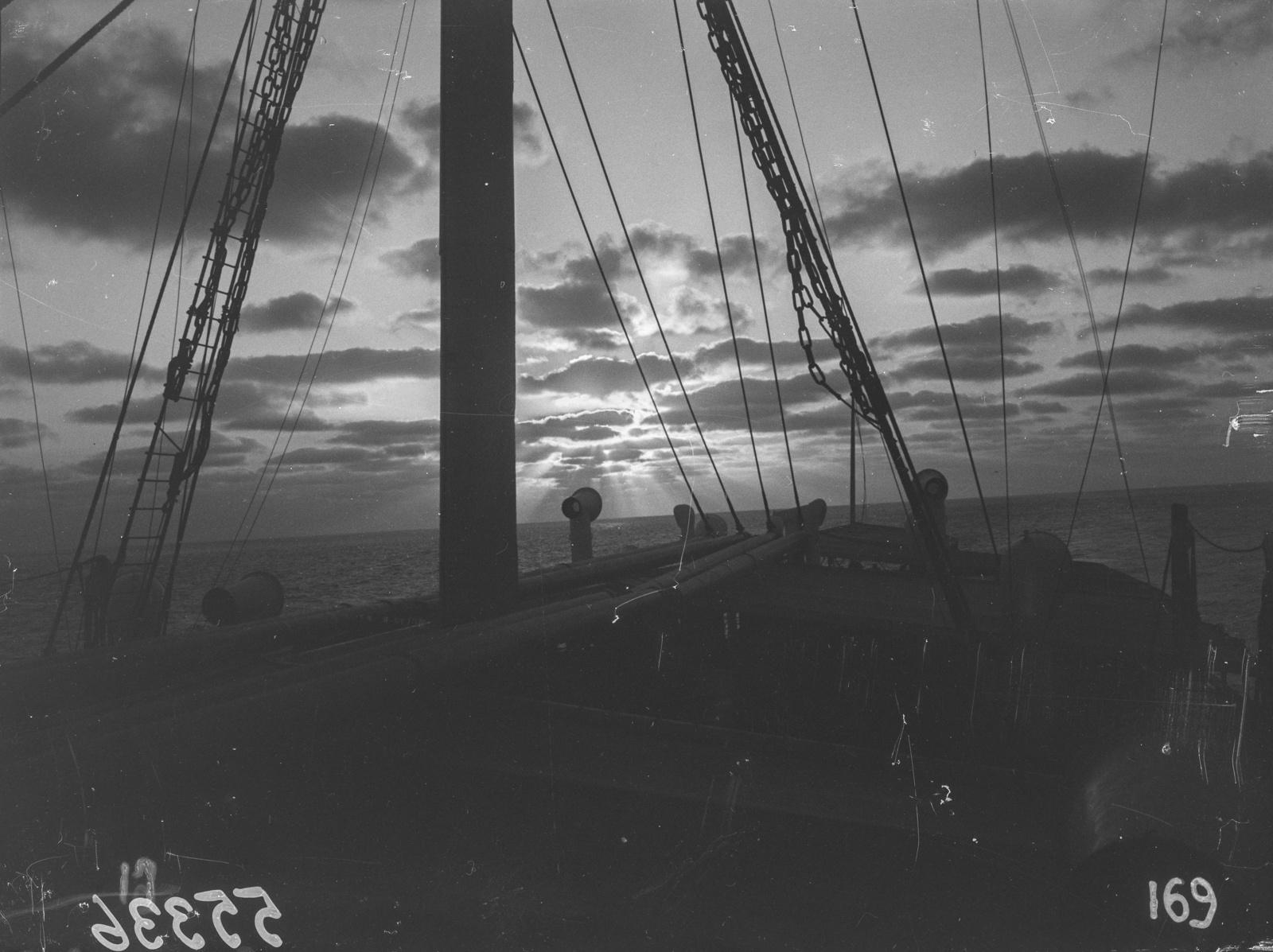 Южно-Африканский Союз. Уолфиш-Бей. Палуба парохода на закате