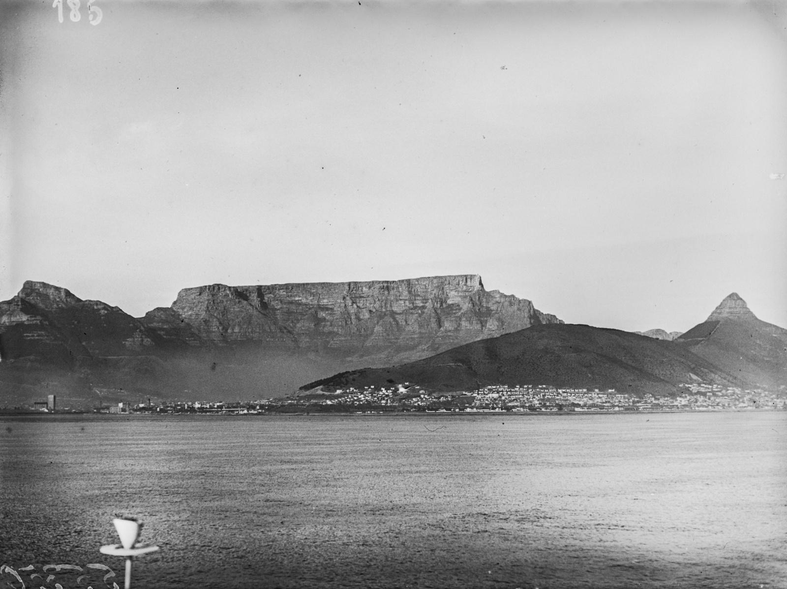 Южно-Африканский Союз. Вид на Кейптаун со Столовой Горой