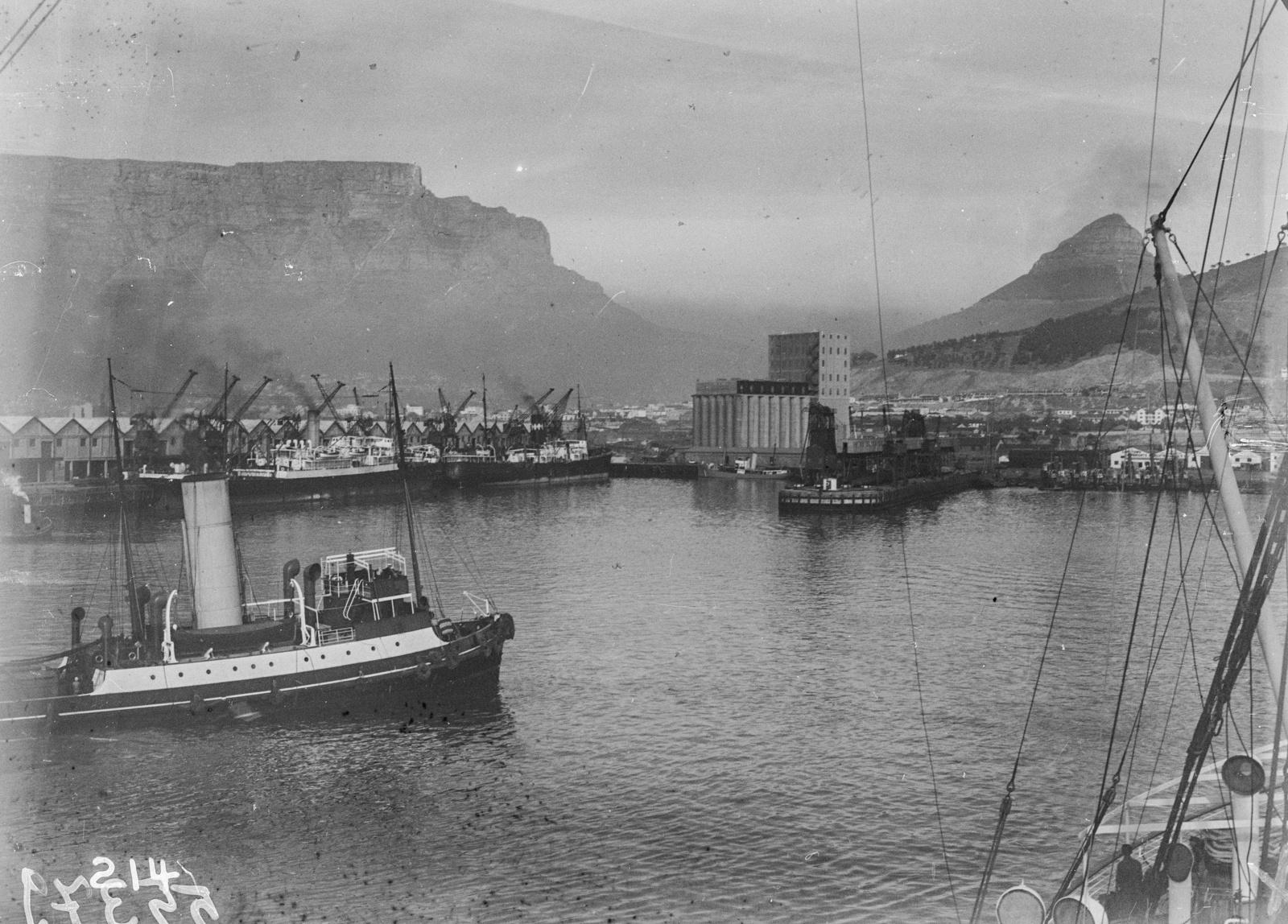 Южно-Африканский Союз. Кейптаун. Порт с пристанью и причалом.