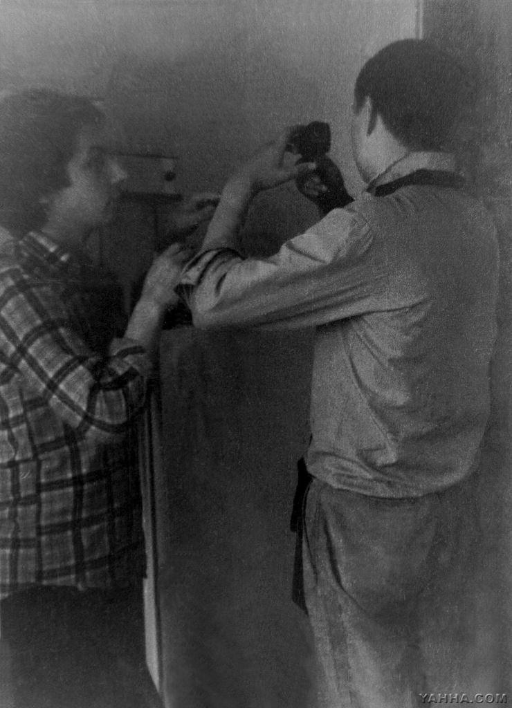 Майк и Свин. Дома у Свина. Проспект Космонавтов, д. 46. Лето 1981
