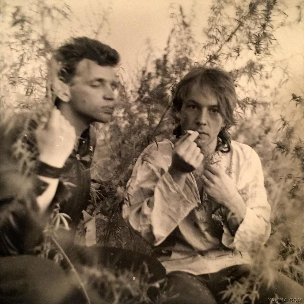 СашБаш и Слава Задерий на водохранилище Капчагай под Алма-Атой, июль 1986