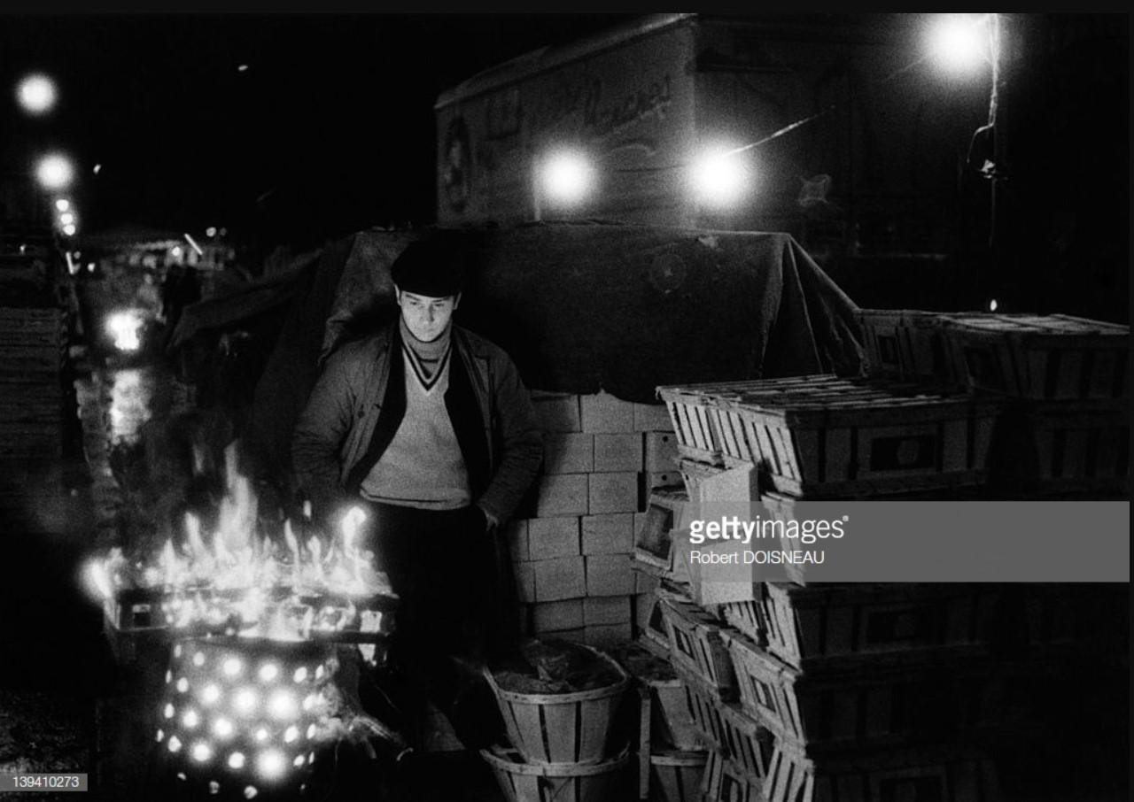 1969. Костер в последнее утро оптового рынка Ле-Аль перед его демонтажём