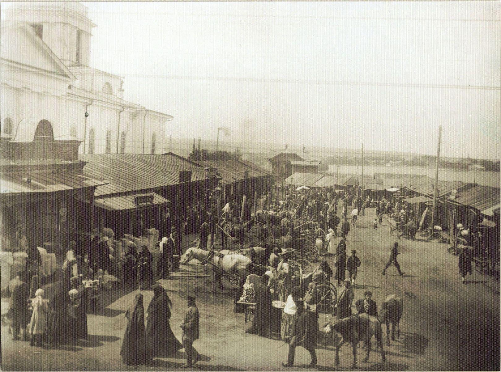 Торговые ряды на базарной площади