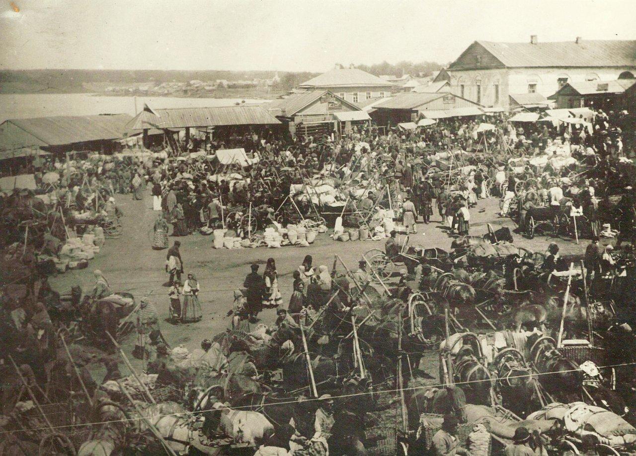 Ярмарка на Базарной площади Воткинского завода