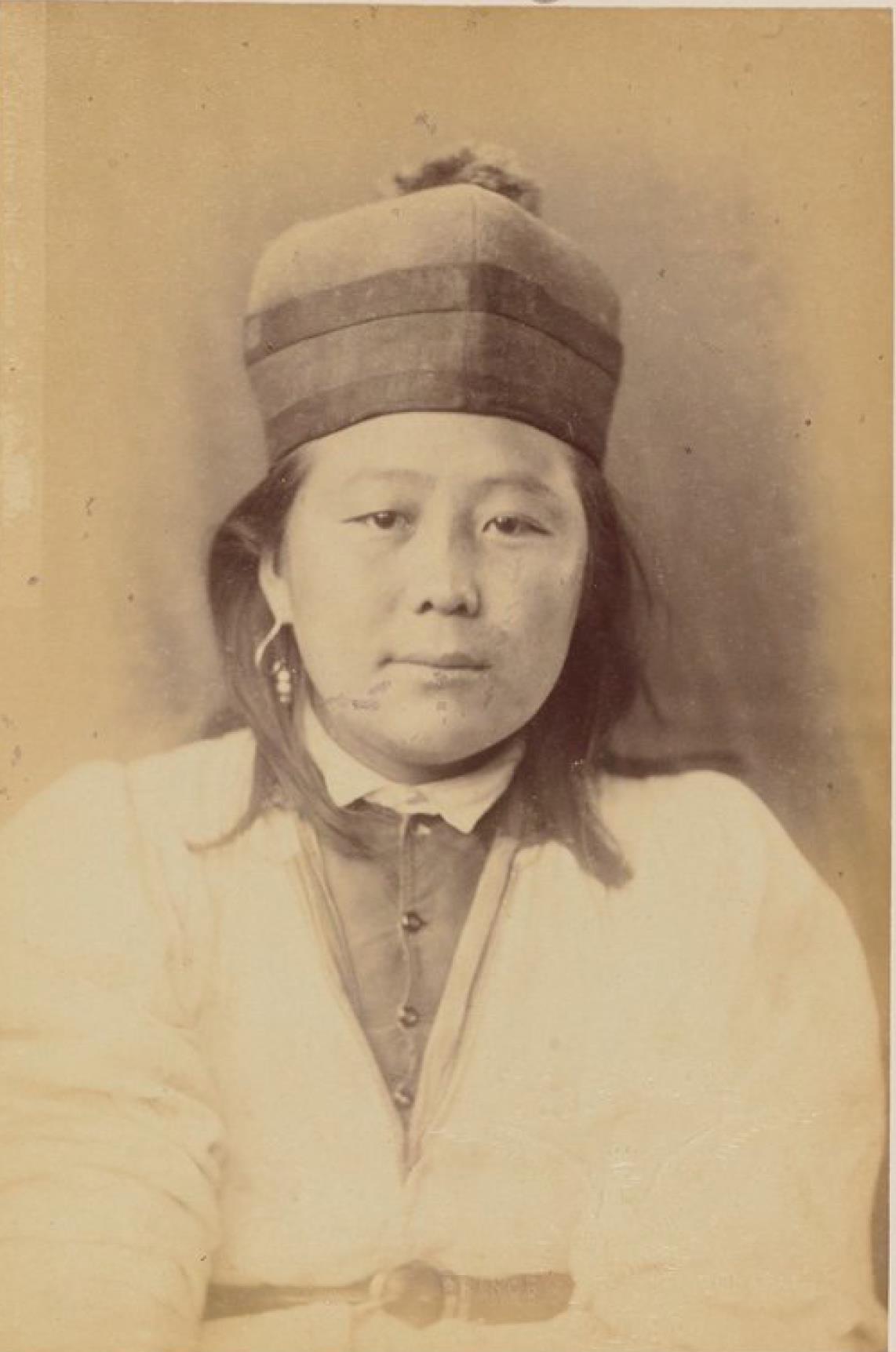 Нагала, 18 лет, девушка, чистокровная калмычка (вид спереди)