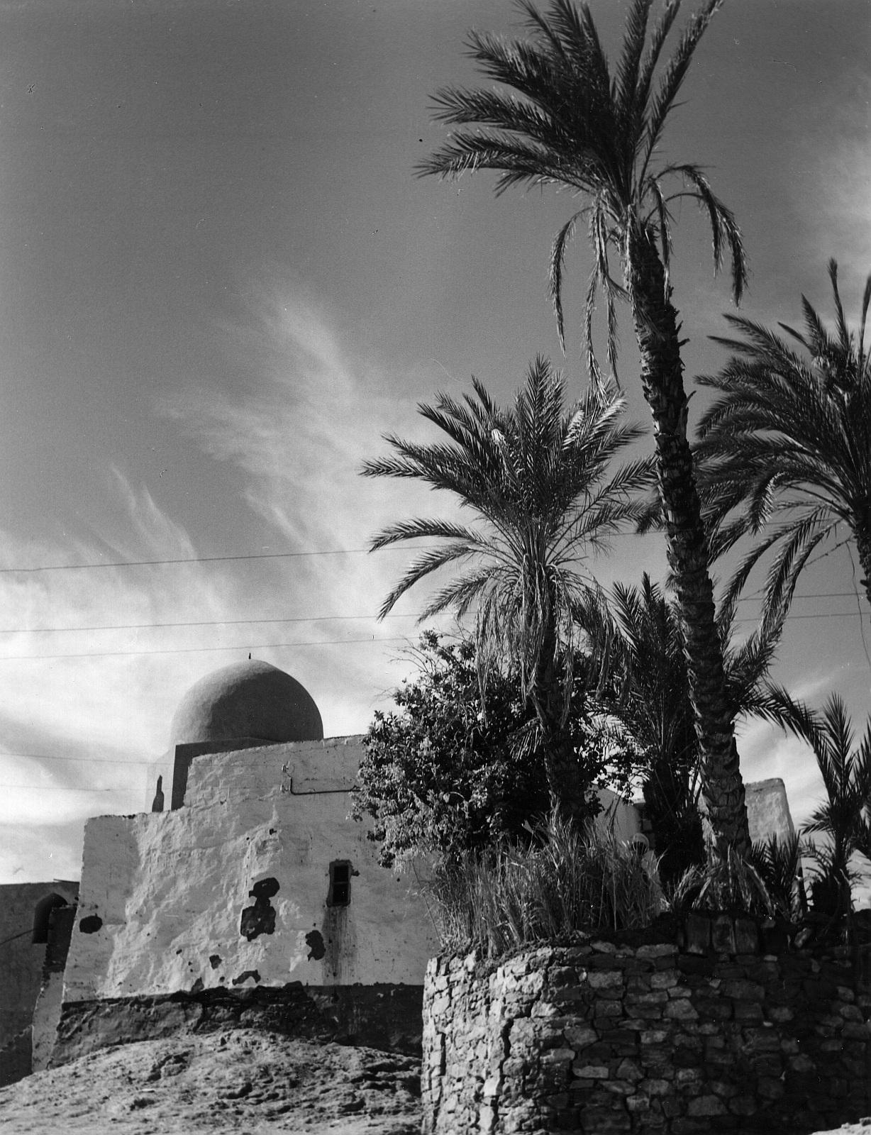 Асуан. Гробница знаменитого святого в гранитном карьере