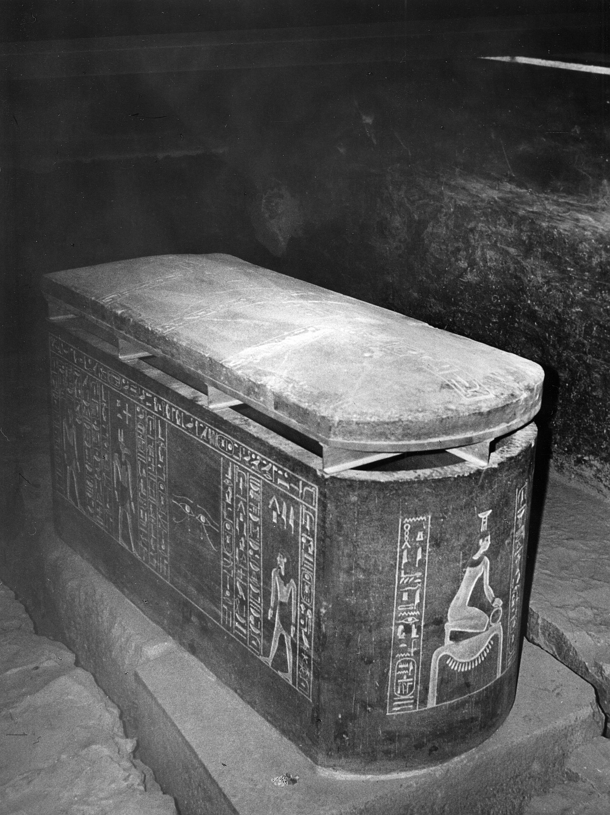 Фивы. Саркофаг Аменхотепа II